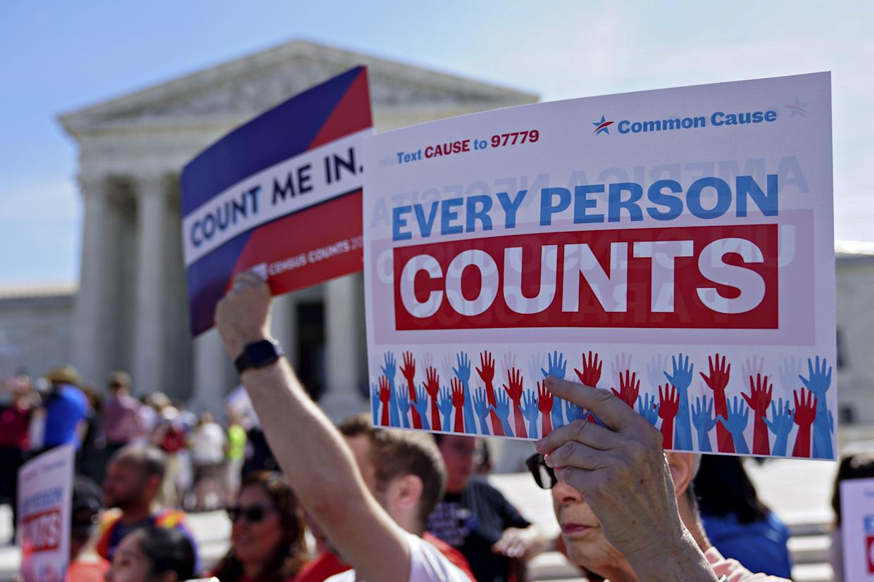Demonstrators outside the Supreme Court, April 23, 2019. (Photo: Andrew Harrer/Bloomberg/Getty Images)