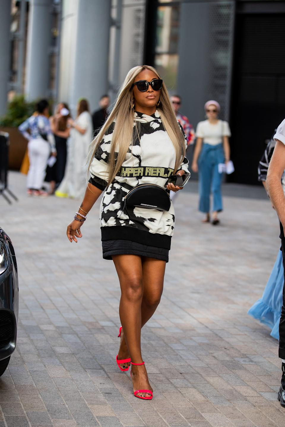 Eve is seen wearing a monochrome printed sweatshirt and red sandals outside the House of Holland show. [Photo: Getty Images]