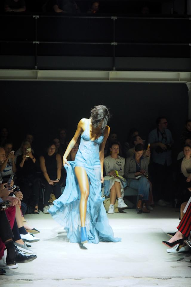 <p>Jourdan Dunn struggled to keep her billowing blue gown under control at Topshop. <em>[Photo: Yahoo Style UK]</em> </p>