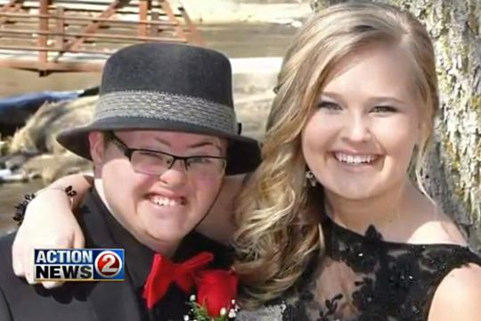 Sweet Prom Photo Goes Viral Thanks to Inspiring Sign