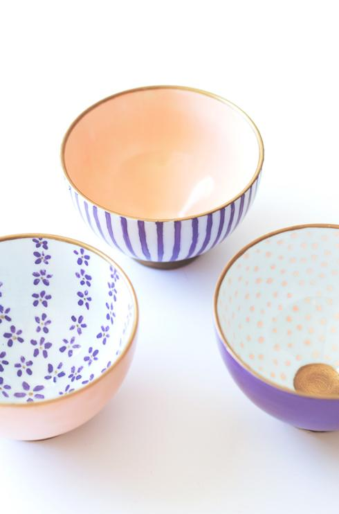 "<p>These Anthropologie-inspired bowls are perfect for storing jewellry or just brightening up the room. Find out how to make them <strong><a rel=""nofollow"" href=""https://thelovelydrawer.com/a-bowl-full/"">here</a></strong>. <em>[photo: thelovelydrawer]</em> </p>"