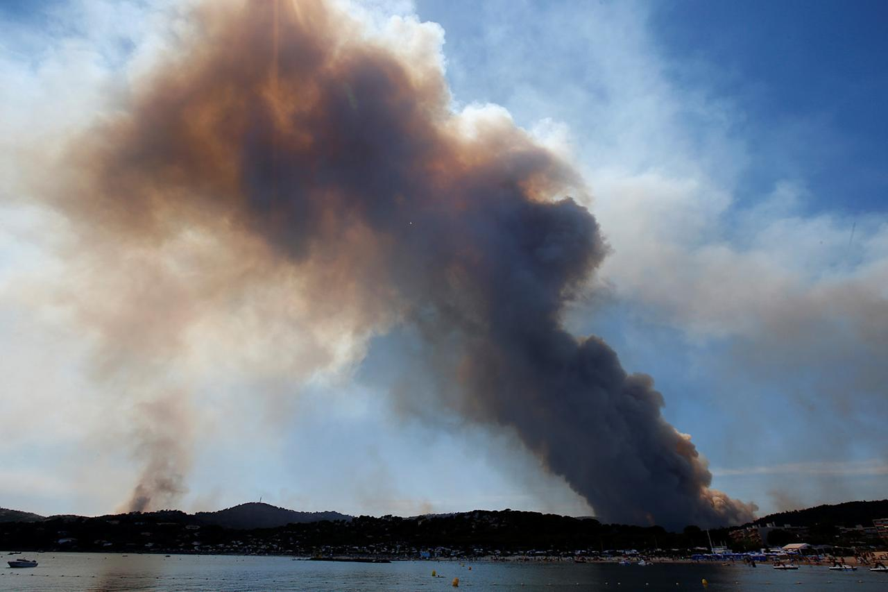 <p>A plume of smoke from burning fires fills the sky in Bormes-les-Mimosas, in the Var department, France, July 26, 2017. (Jean-Paul Pelissier/Reuters) </p>