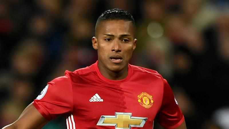 Valencia signs new Manchester United contract