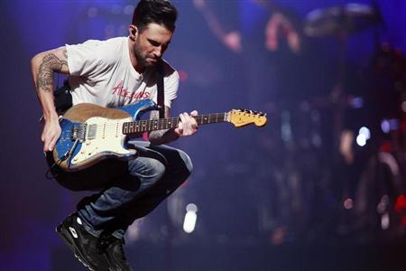 Maroon 5 lead singer Adam Levine jumps as they perform during the iHeartRadio Music Festival in Las Vegas, Nevada September 21, 2013. REUTERS/Steve Marcus