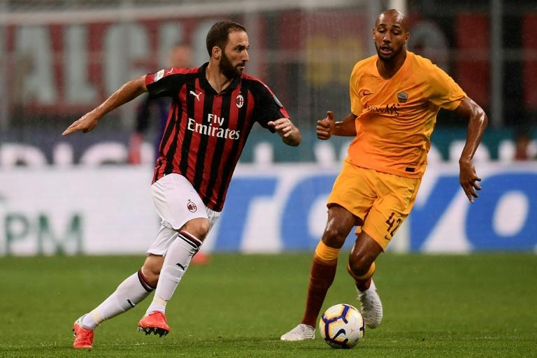 AC Milan's Gonzalo Higuain pounces on error from AS Roma's Steven Nzonzi to set up the winner in 2-1 Serie A victory at the San Siro