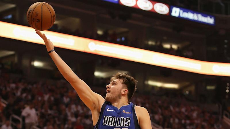 Booker's Late Onslaught Lifts Suns Past Mavericks 121-100