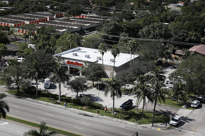 <p>The AutoZone at 801 S. State Road 7 is seen where Cesar Sayoc, a 56-year-old man from Aventura, Florida was arrested in the possible connection with pipe bombs being mailed to critics of President Donald Trump on Oct. 26, 2018 in Plantation, Fla. (Photo: Joe Raedle/Getty Images) </p>
