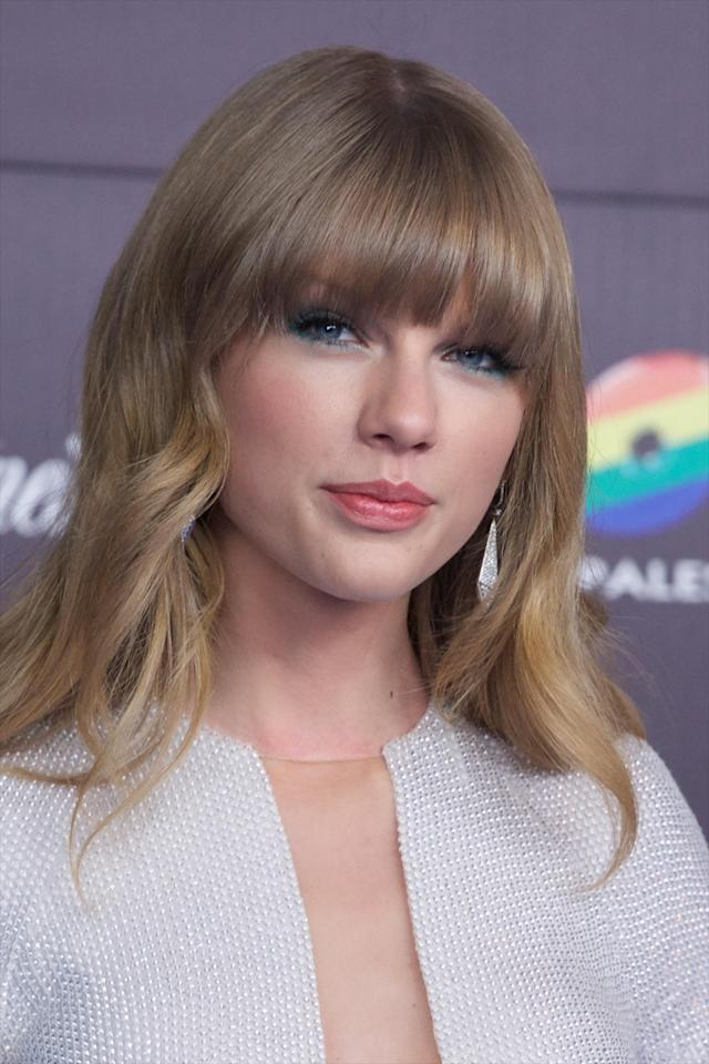 """MADRID, SPAIN - JANUARY 24: Taylor Swift attends """"40 Principales Awards"""" 2012 photocall at Palacio de los Deportes on January 24, 2013 in Madrid, Spain. (Photo by Carlos Alvarez/Getty Images)"""