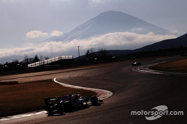 """Track action with Mount Fuji in the background <span class=""""copyright"""">Masahide Kamio</span>"""