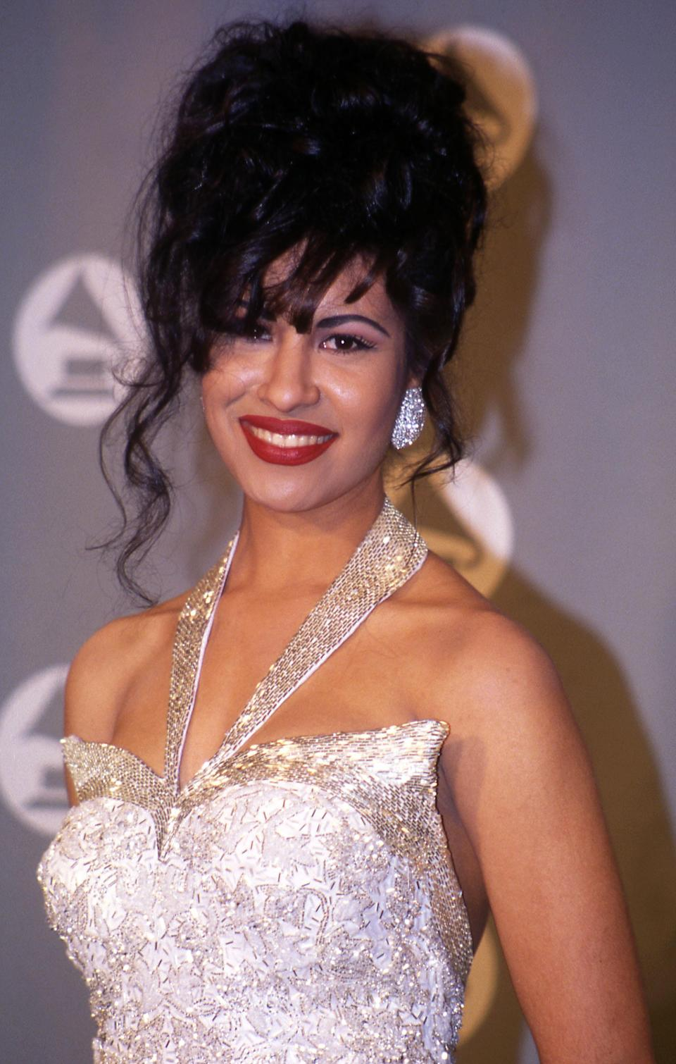 "<p>There's no question that <a href=""https://www.yahoo.com/lifestyle/tagged/selena-quintanilla"" data-ylk=""slk:Selena"" class=""link rapid-noclick-resp"">Selena</a> stood out when she hit the music scene, and it wasn't just because of her embellished bustiers, either. The Mexican singer always sported a bold <a href=""https://www.yahoo.com/lifestyle/tagged/red-lipstick"" data-ylk=""slk:red lip"" class=""link rapid-noclick-resp"">red lip</a> — Chanel's now-discontinued Brick hue — along with liquid liner, bold brows, and full bangs, a look that's cemented in the hearts of her fans long after her tragic passing. In fact, it was the bold look and the love from her fans that led <a href=""https://www.yahoo.com/lifestyle/see-the-lipstick-from-the-selena-quintanilla-214523183.html"" data-ylk=""slk:MAC to release a limited-edition collection;outcm:mb_qualified_link;_E:mb_qualified_link;ct:story;"" class=""link rapid-noclick-resp yahoo-link"">MAC to release a limited-edition collection</a> honoring the Tejano music legend that sold out not once but twice. (Photo: Getty Images) </p>"