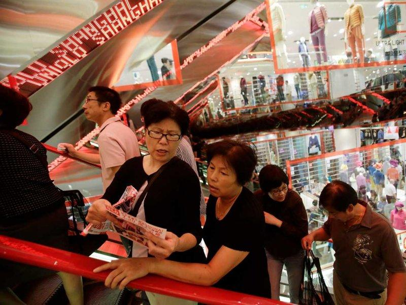 Chinese shoppers at Uniclo