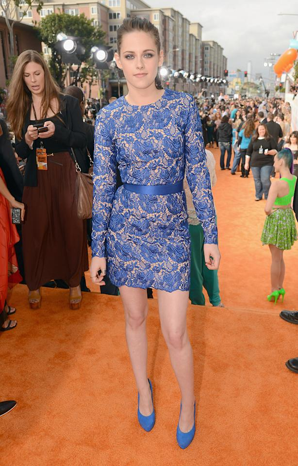 Kristen Stewart arrives at the 2012 Nickelodeon Kids' Choice Awards in Los Angeles, California.