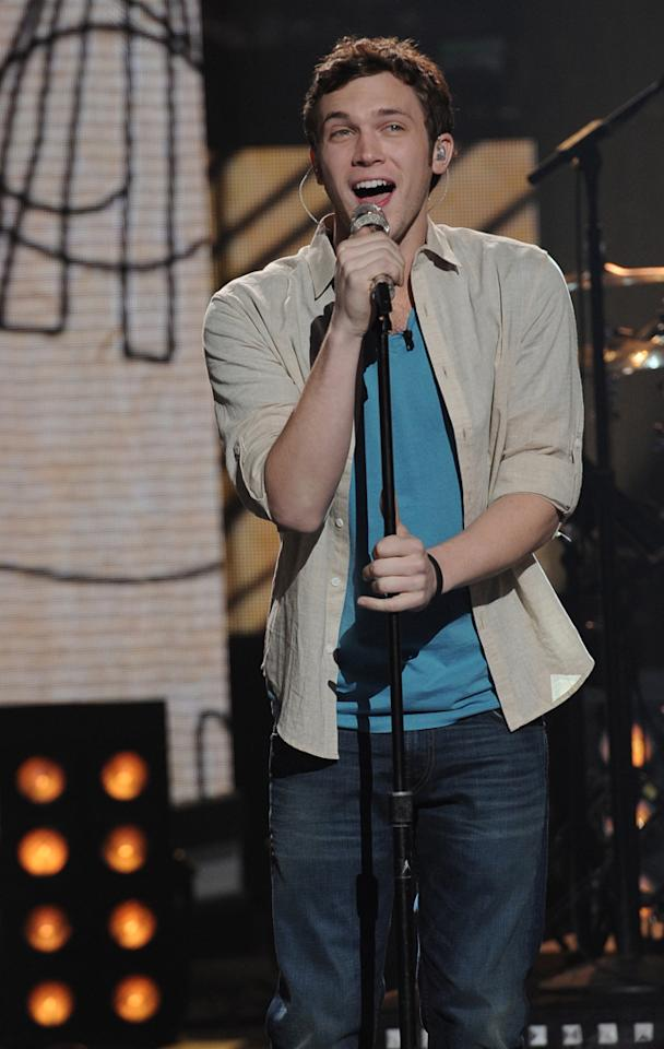 "Phillip Phillips performs ""Fat Bottomed Girls"" by Queen on ""<a target=""_blank"" href=""http://tv.yahoo.com/american-idol/show/34934"">American Idol</a>."""
