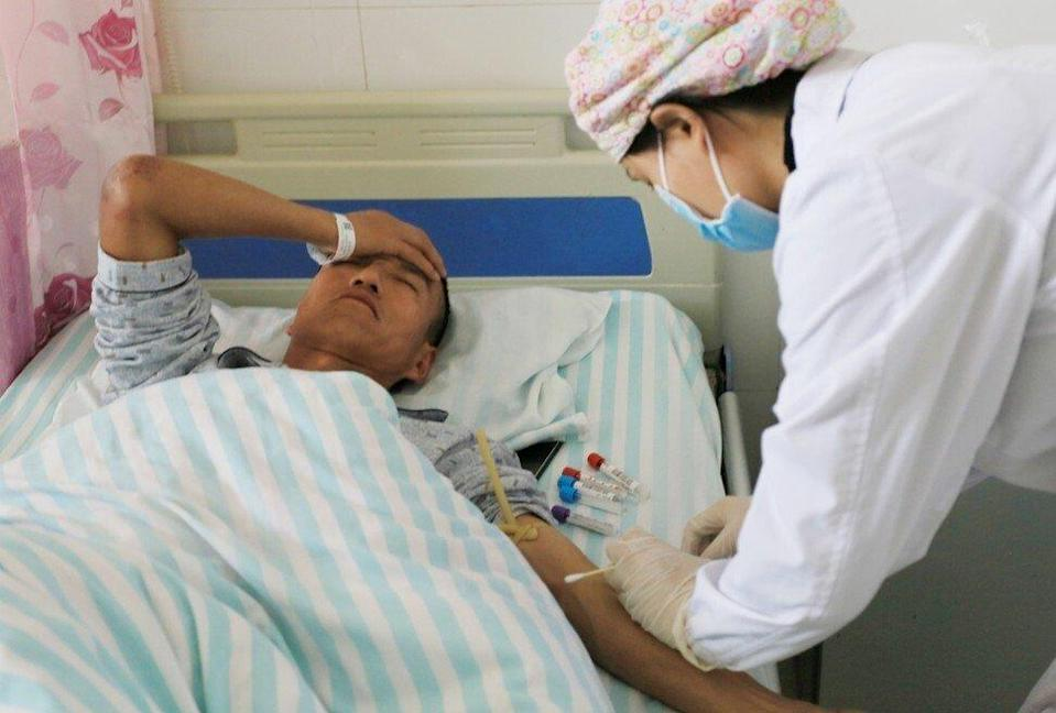 A marathon entrant receives treatment at a hospital after being rescued. Photo: China Out