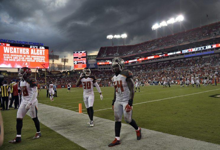 44e0c7d4 Rams hang on, thanks to Bucs mismanagement, after hour-long weather ...