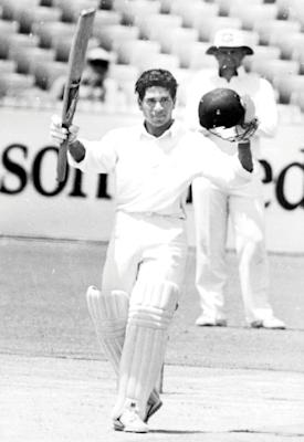 Sachin Tendulkar overcomes the challenges of a fast WACA pitch