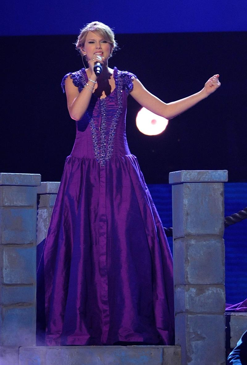 Performing during the 42nd Annual CMA Awards on Nov. 12, 2008, in Nashville.