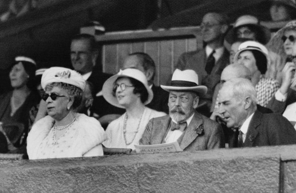 <p>Queen Mary paired fur with her sunglasses. </p>