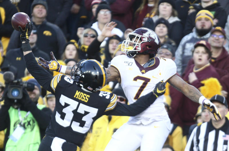 IOWA CITY, IOWA- NOVEMBER 16: Defensive back Riley Moss #33 of the Iowa Hawkeyes breaks up a pass intended for wide receiver Chris Autman-Bell #7 of the Minnesota Gophers during the first half on November 16, 2019 at Kinnick Stadium in Iowa City, Iowa. (Photo by Matthew Holst/Getty Images)