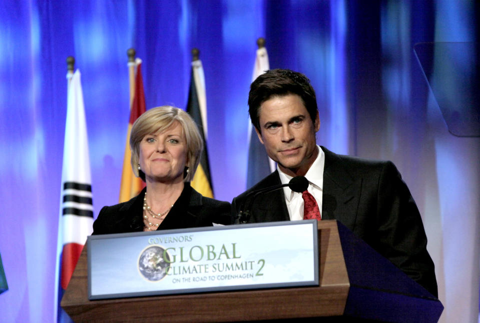 Anne Thompson, Chief Environmental Affairs correspondent for NBC News, and actor Rob Lowe participate in a climate control discussion at the second Governors' Global Climate Summit in Los Angeles Friday, Oct. 2, 2009. (AP Photo/Reed Saxon)