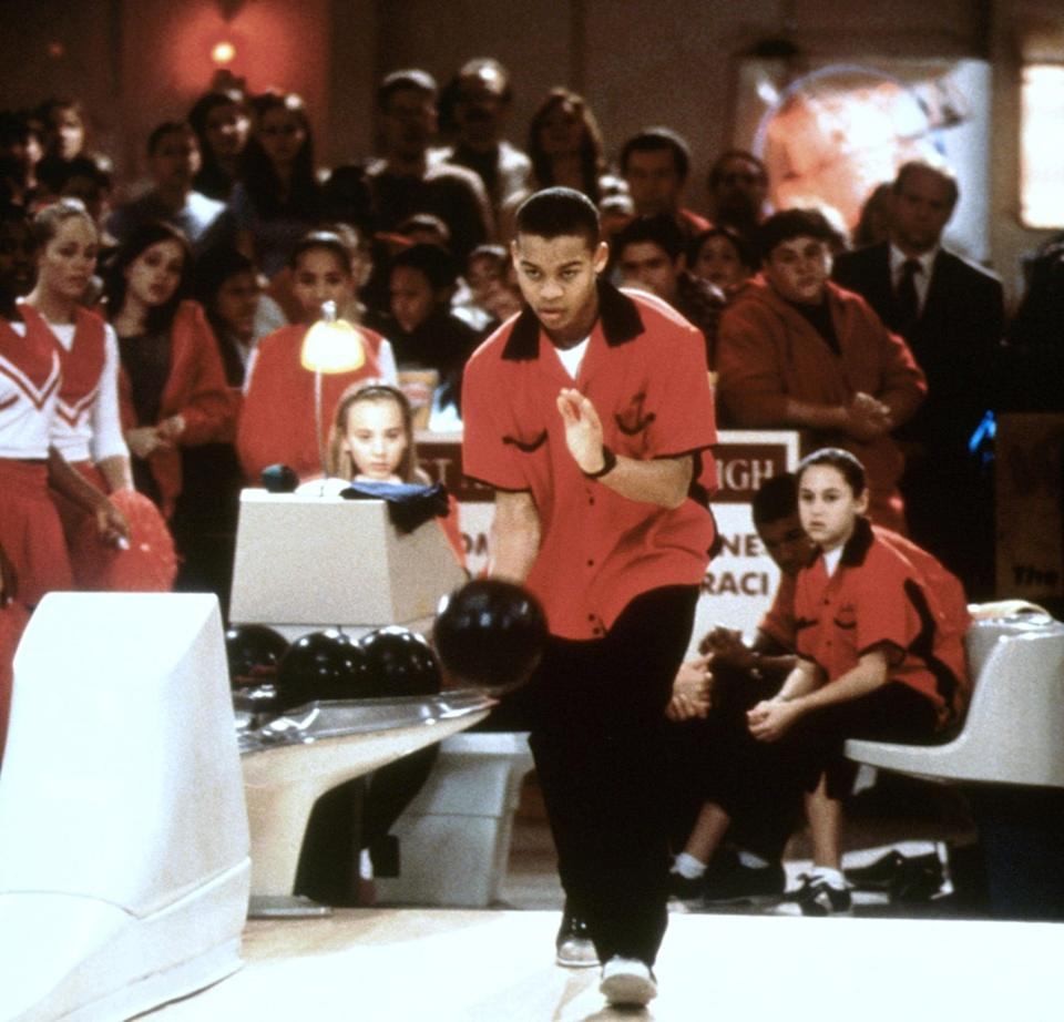 """<ul> <li><strong>What to wear:</strong> A bowling outfit, preferably a red and black one. </li> </ul> <ul> <li><strong>How to act: </strong>Popular and determined, like you're going to win """"The Mighty Apple"""" bowling competition. </li> </ul>"""