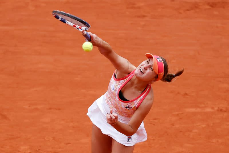 Kenin hits her stride and races into French Open fourth round