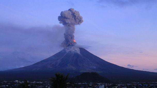 Earth Changes from September 2017 - to present / Biblical Hurricanes, Earthquakes, Floods, Volcanic Activity, Fires, Snow Ice Storms - Page 7 Philippines-mayon-volcano-eruption-gty-mem-180124_16x9_608