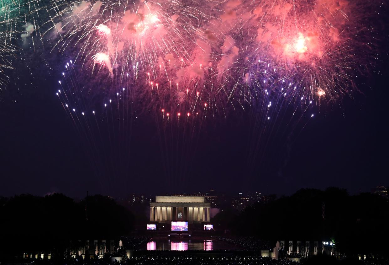 """Fireworks spell out """"USA"""" as they explode over the Lincoln Memorial during the Fourth of July celebrations in Washington, DC, July 4, 2019. (Photo: Andrew Caballero-Reynolds/AFP/Getty Images)"""