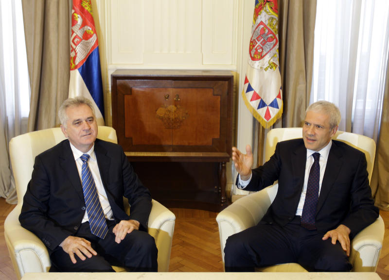 Former Serbian president Boris Tadic, right, speaks and gestures during meeting with newly elected President Tomislav Nikolic, in the Serbian presidency building, in Belgrade, Serbia, Monday, May 28, 2012. Pro-EU Tadic, who is poised to become the new prime minister after losing the presidential vote, is launching coalition talks for the formation of the next government. (AP Photo/Darko Vojinovic)