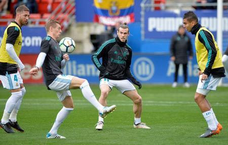 Real Madrid's Sergio Ramos, Toni Kroos, Gareth Bale and Casemiro during the warm up before the match. REUTERS/Vincent West