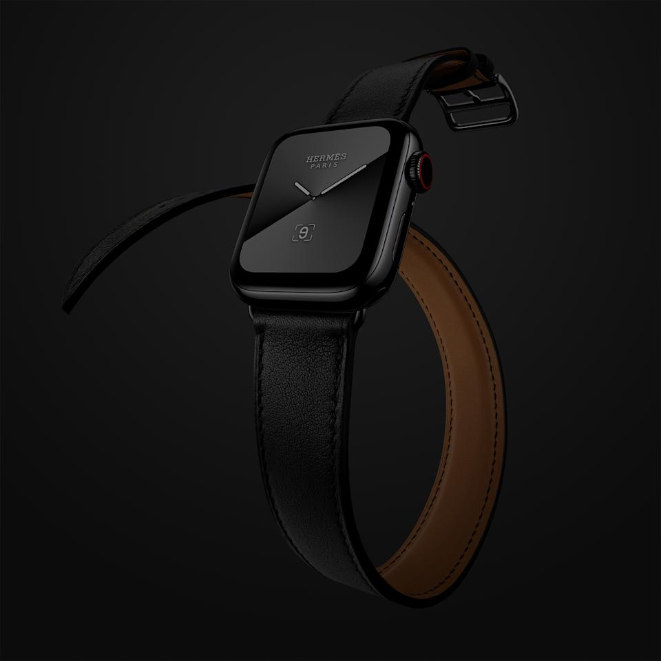 Apple Watch Hermes Series 5 40mm bracelet double tour en veau swift. (PHOTO: HERMES)