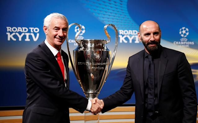 Soccer Football - Champions League Semi-Final Draw - Nyon, Switzerland - April 13, 2018 Liverpool Club Ambassador Ian Rush (L) and AS Roma Sporting Director Monchi pose with the Champions League trophy after the draw REUTERS/Stefan Wermuth