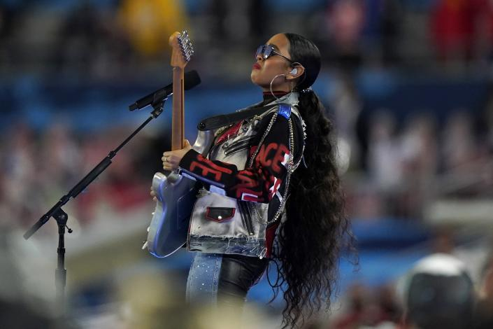 """H.E.R. performs """"America the Beautiful"""" before the NFL Super Bowl 55 football game between the Kansas City Chiefs and Tampa Bay Buccaneers, Sunday, Feb. 7, 2021, in Tampa, Fla. (AP Photo/Gregory Bull)"""