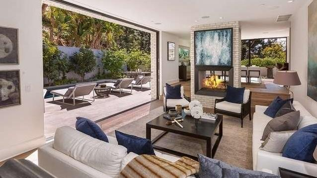 Emily blunt and john krasinski cut price on hollywood home for Cost of outdoor living space