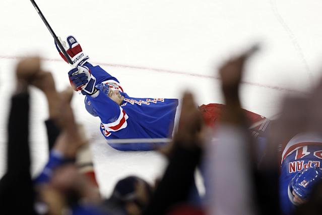 New York Rangers' Rick Nash celebrates after scoring the go-ahead goal against the Dallas Stars in the third period of an NHL hockey game, Friday, Jan. 10, 2014, in New York. New York won 3-2. (AP Photo/Jason DeCrow)