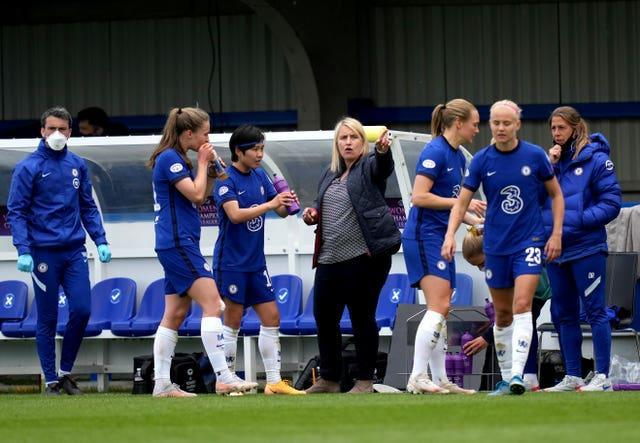 Emma Hayes (centre) gives instructions to her players
