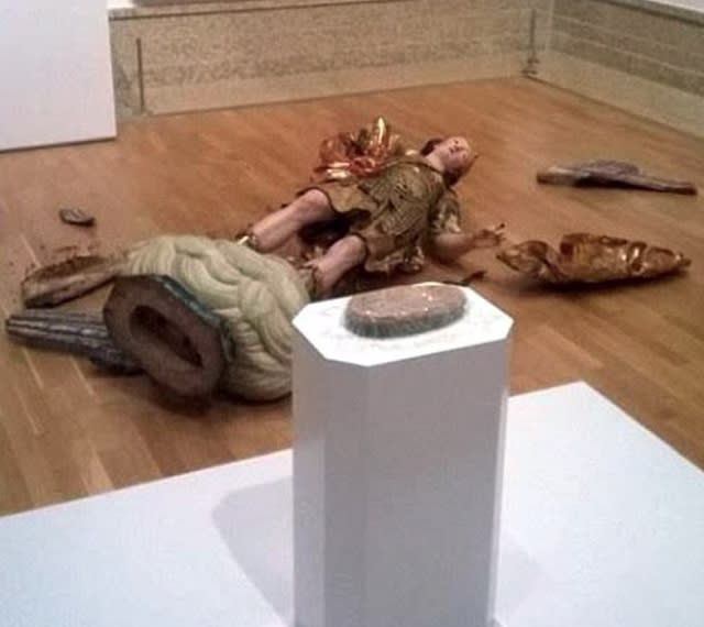 Eek! Tourist knocks over museum state while taking selfie