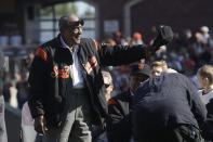 Former San Francisco Giants player Willie Mays waves during a ceremony honoring Giants manager Bruce Bochy after a baseball game between the Giants and the Los Angeles Dodgers in San Francisco, Sunday, Sept. 29, 2019. (AP Photo/Jeff Chiu, Pool)