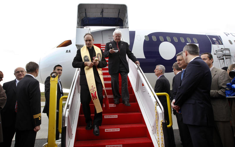 Poland is first in Europe to get Dreamliner plane