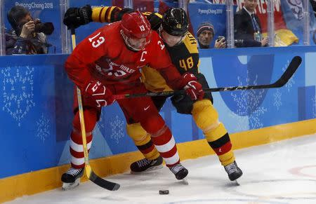 Ice Hockey - Pyeongchang 2018 Winter Olympics - Men Final Match - Olympic Athletes from Russia v Germany - Gangneung Hockey Centre, Gangneung, South Korea - February 25, 2018 - Pavel Datsyuk, an Olympic Athlete from Russia, and Germany's Frank Hordler compete. REUTERS/Kim Kyung-Hoon