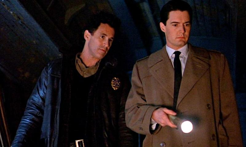 Special Agent Cooper (Kyle MacLachlan, right) prefers a clean-cut look. Sheriff Harry S Truman (Michael Ontkean) is obliged to wear uniform.