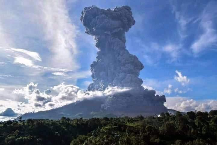 An image of the volcanic eruption.