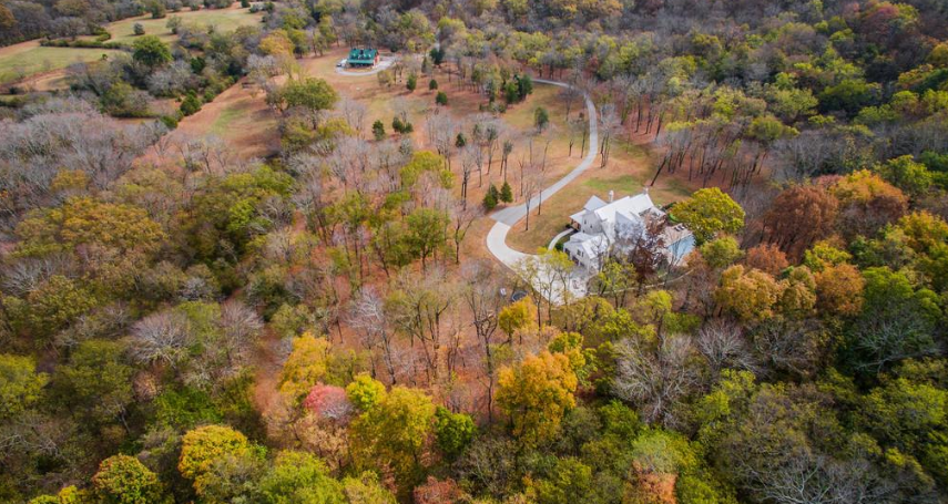 <p>Miley Cyrus and Liam Hemsworth scooped this 33 acre property in Franklin, Tennessee last year for a cool $8.2M ($5.9M USD). Source: Fridrich & Clark </p>