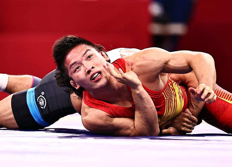 <p>CHIBA, JAPAN - AUGUST 04: Gulomjon Abdullaev of Uzbekistan competes against Liu Minghu of China during the Men's Freestyle 57kg 1/8 Final on day twelve of the Tokyo 2020 Olympic Games at Makuhari Messe Hall on August 4, 2021 in Chiba, Japan. (Photo by Wang Xianmin/CHINASPORTS/VCG via Getty Images)</p>