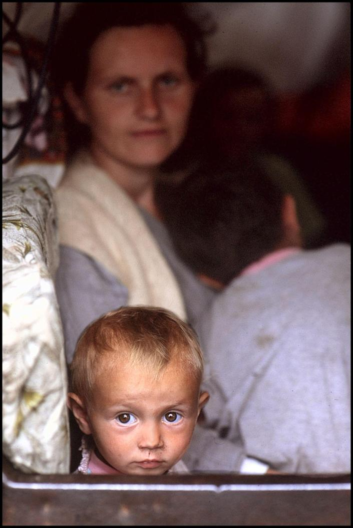 Refugees from Kosovo, 1999. (Photograph by Peter Turnley, Bates College Museum of Art; gift of John and Claudia McIntyre)