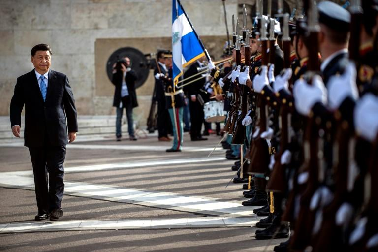 Chinese President Xi Jinping reviews the honor guard during a wreath laying ceremony at the monument of the unknown soldier in Athens on Novemper 11, 2019, as part of his state visit to Greece