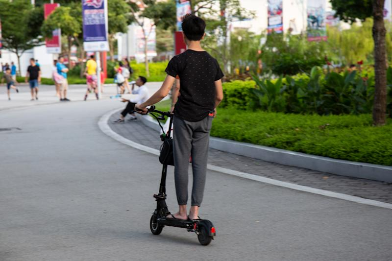 An e-scooter rider in Singapore. (PHOTO: Dhany Osman/Yahoo News Singapore)