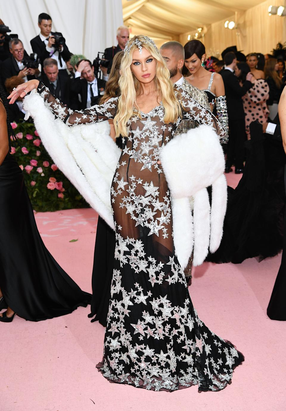 """<h1 class=""""title"""">Stella Maxwell in Moschino by Jeremy Scott and Casadei shoes wearing David Yurman jewelry</h1><cite class=""""credit"""">Photo: Getty Images</cite>"""