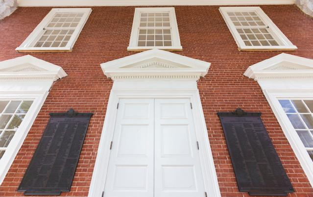 The board of visitors voted to remove the plaques commemorating former University of Virginia students who died fighting for the Confederacy in the Civil War.