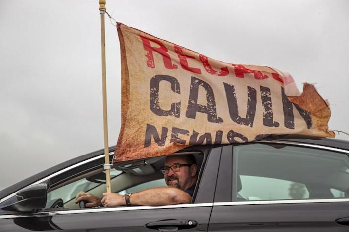 Rowland Heights, CA - August 21: Neil Bromley, from Hanford, joins a rally organized by supporters of recall Gov. Gavin Newsom and Larry Elder at a shopping center parking lot on Saturday, Aug. 21, 2021 in Rowland Heights, CA. (Irfan Khan / Los Angeles Times)
